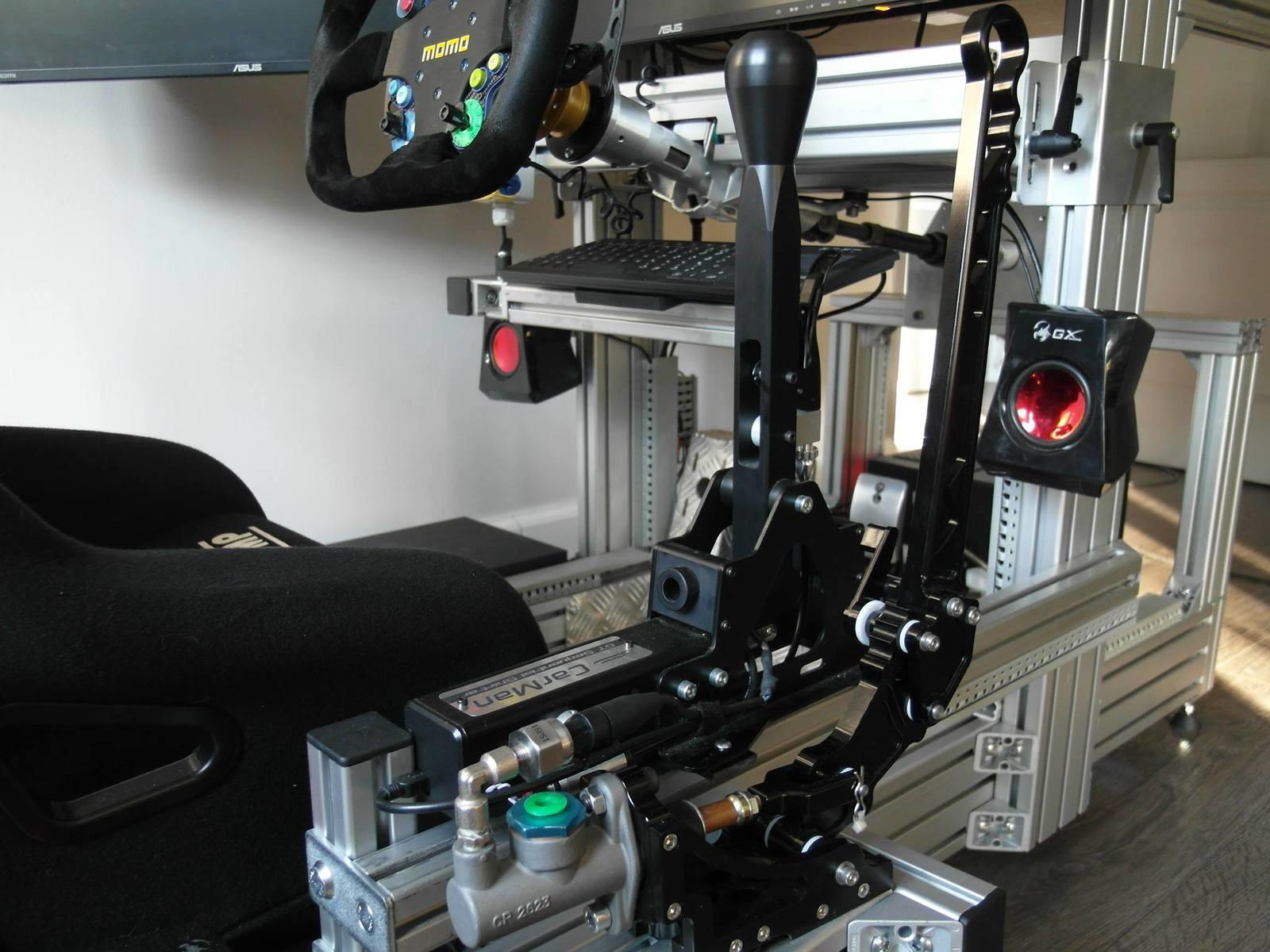 Le SimPro Handbrake installé avec un shifter Carman