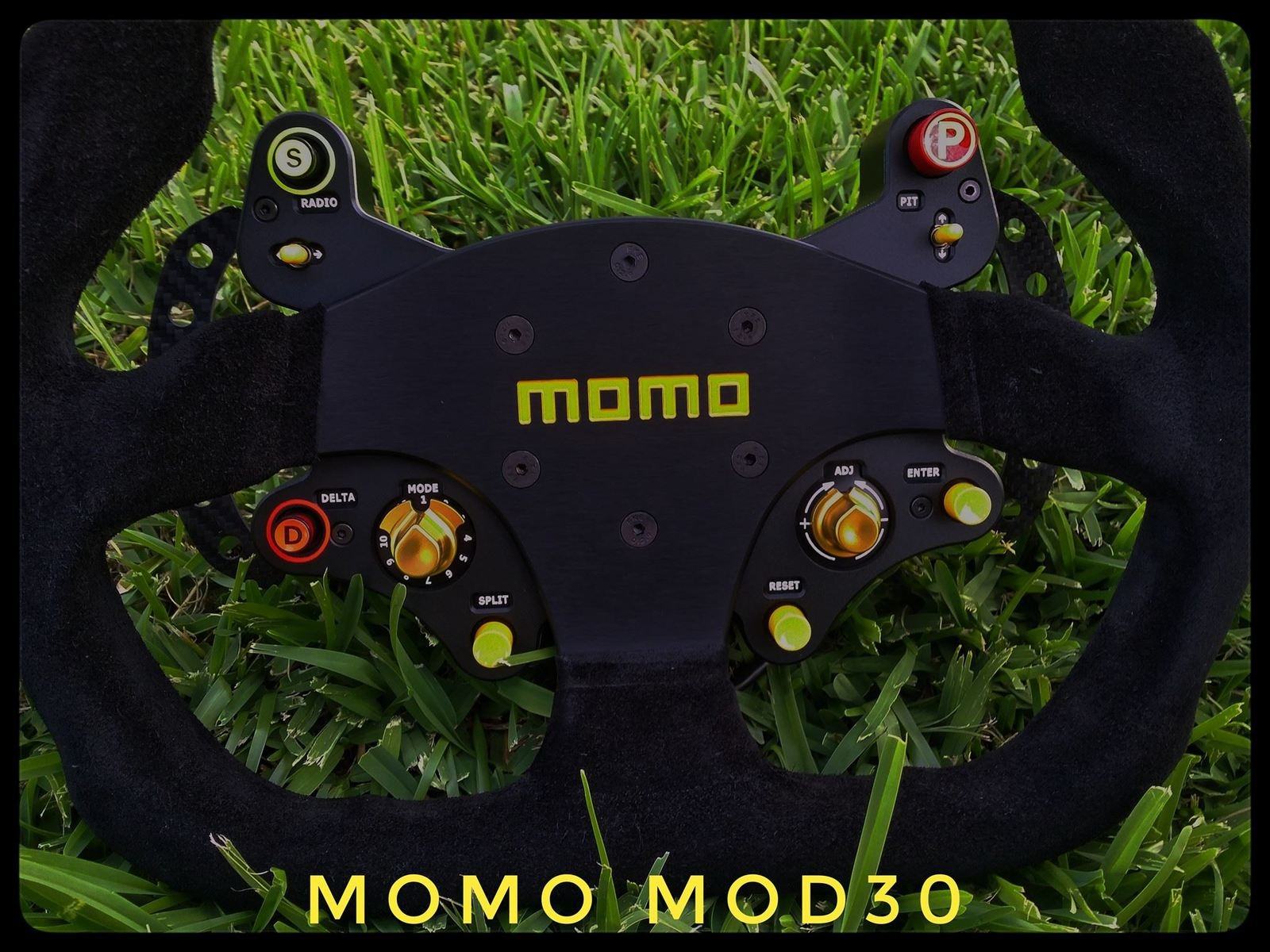 Volant MOMO Mod30 Hybrid Racing Simulations : into the wild