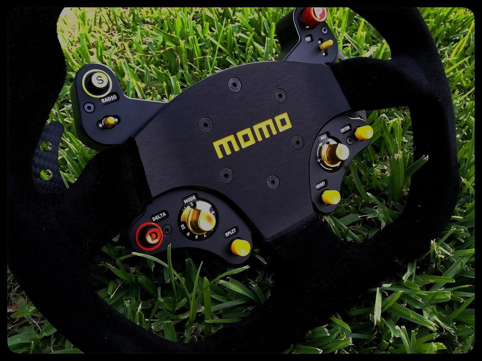 Volant MOMO Mod30 Hybrid Racing Simulations : into the wild