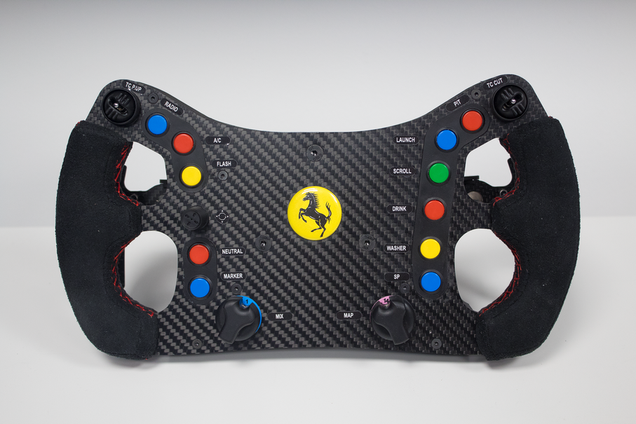 Une réplique du volant de la Ferrari 488 GTE pour la marque INNATO