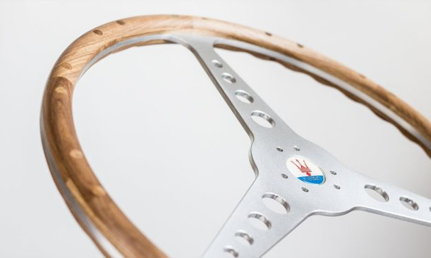 Suivez la fabrication d'une réplique du volant de la Maserati 250f par CARAVANGOES